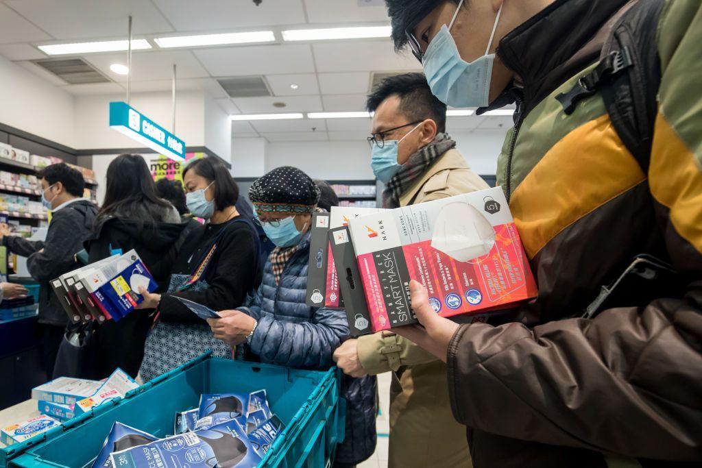Chùm ảnh: Cơn sốt khẩu trang khiến người Trung Quốc náo loạn