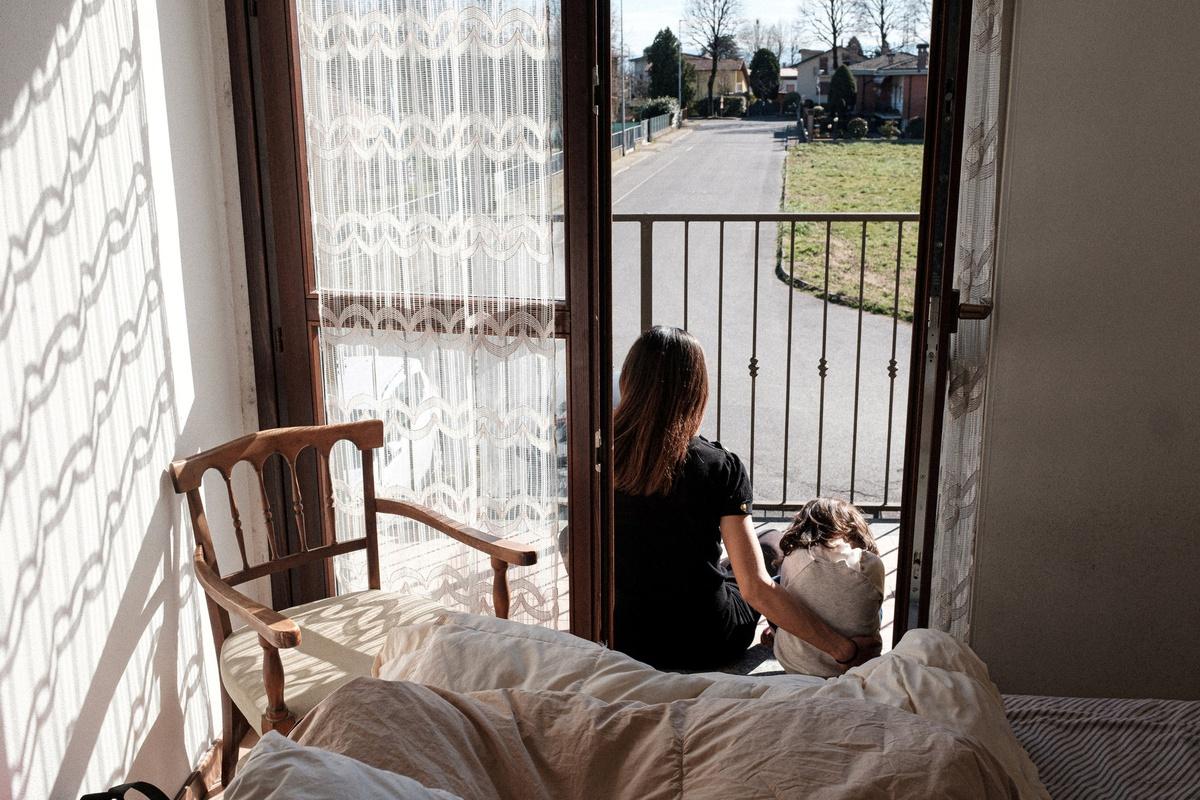 Chùm ảnh: Nhịp sống chậm trong vùng phong tỏa của người Italia