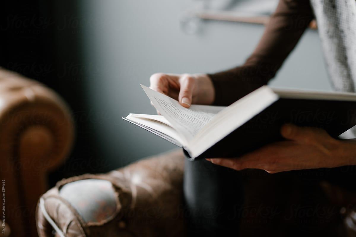 Tôi dành ngón tay mình cho trang sách, không dành cho phím điện tử