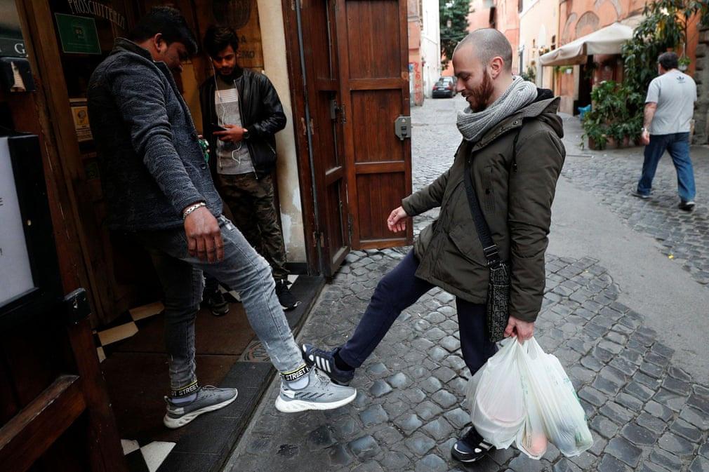 Chùm ảnh: Cuộc sống của người Italia trong cuộc khủng hoảng COVID-19