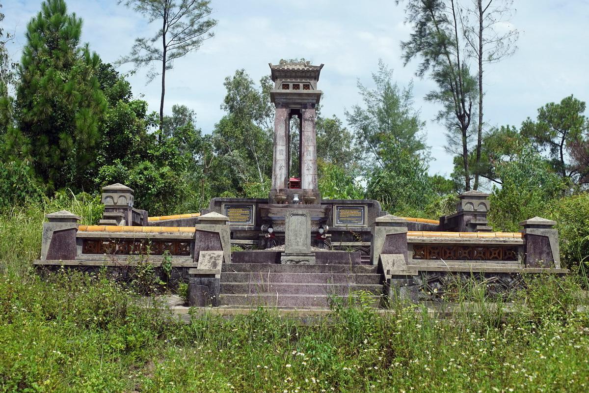 Chùm ảnh: Ngôi mộ chung của hai thủ lĩnh cuộc khởi nghĩa Duy Tân