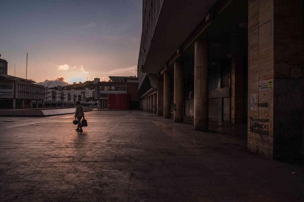 Chùm ảnh: Những đô thị hoang vắng đến lạnh người thời dịch bệnh