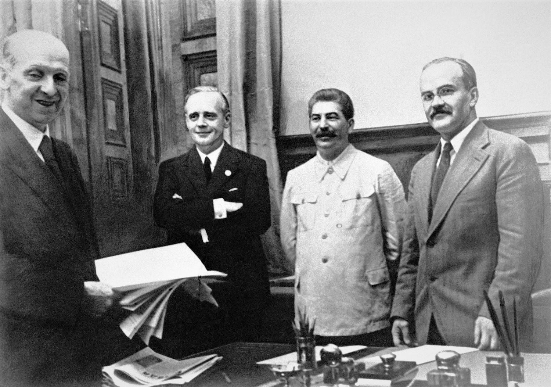Sự thật về chuyện 'Liên Xô cấu kết với Đức Quốc xã' bằng Hiệp ước Molotov – Ribbentrop