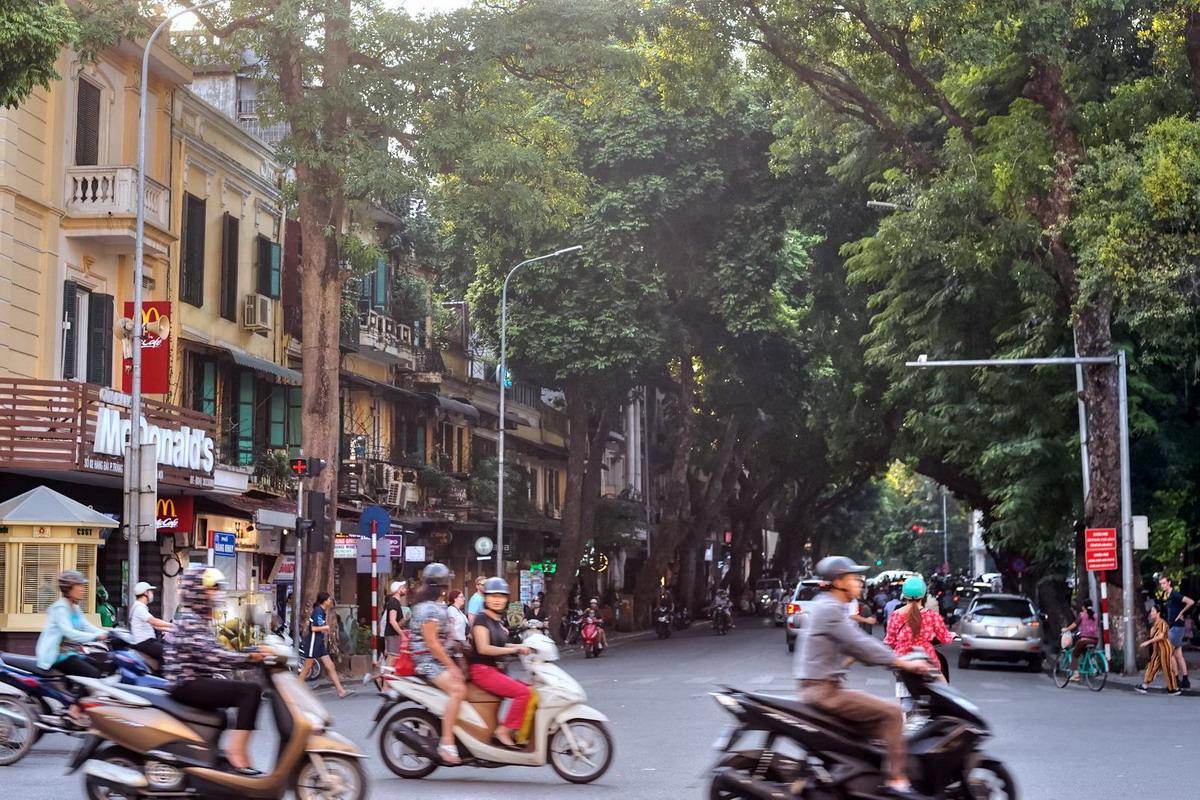 Chùm ảnh: Phố Hàng Khay – con phố nhiếp ảnh nổi tiếng Hà Nội xưa