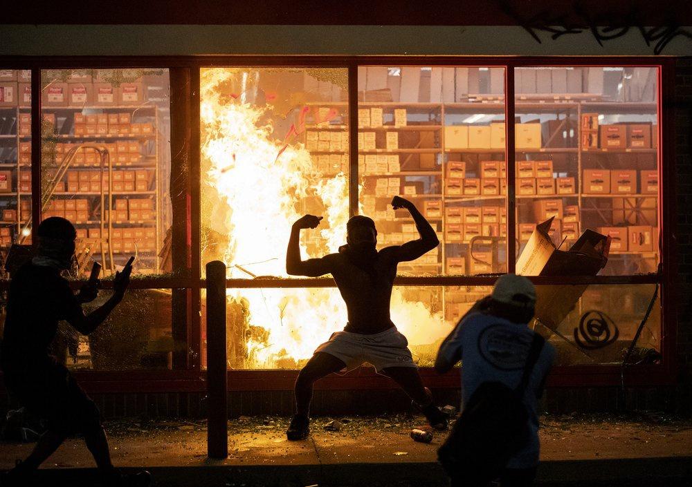 Chùm ảnh: Bạo loạn chống phân biệt chủng tộc bùng nổ ở Mỹ