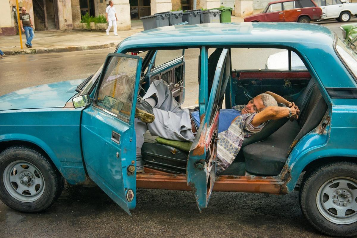 Chùm ảnh: Người Cuba và tình yêu với những chiếc xe Lada
