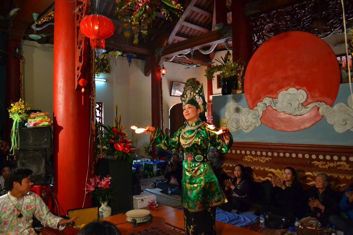 Đôi điều về nghi thức Lên đồng của người Việt
