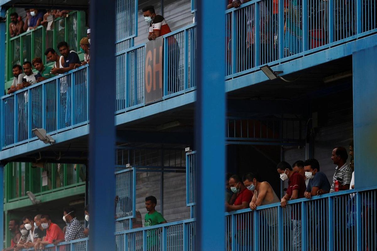 COVID-19 và bi kịch của nhóm người bị gạt ra ngoài lề xã hội Singapore