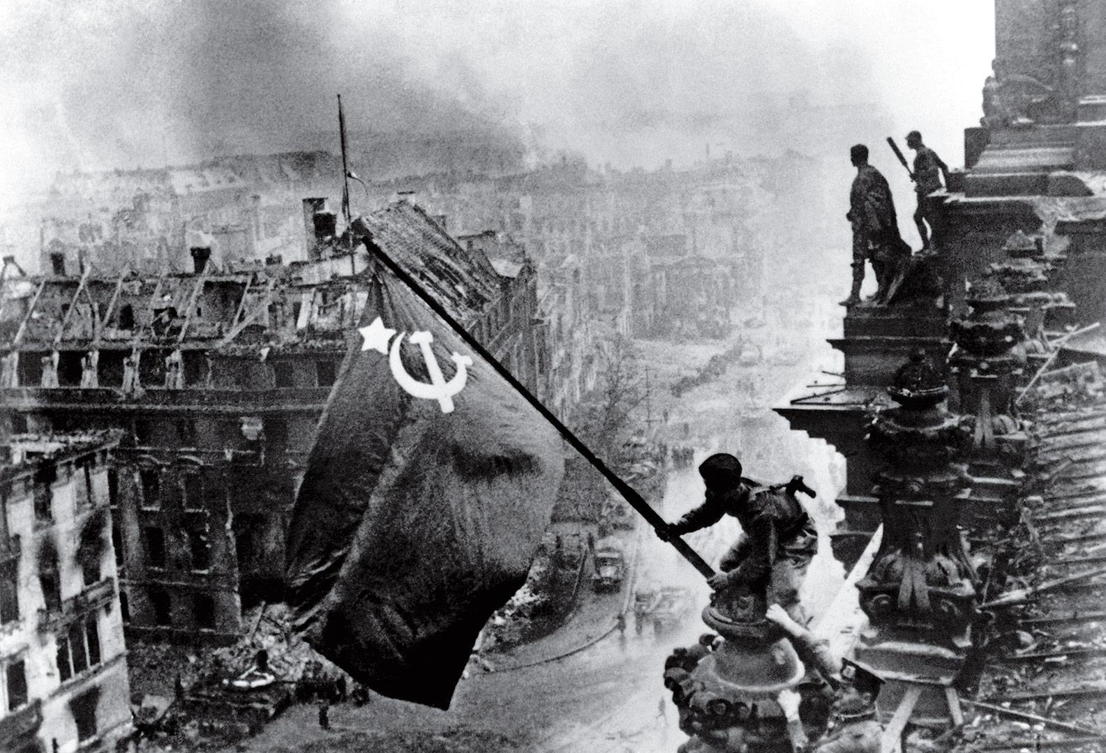 Yevgeny Khaldei và bức ảnh biểu tượng của cuộc Chiến tranh Vệ quốc Vĩ đại