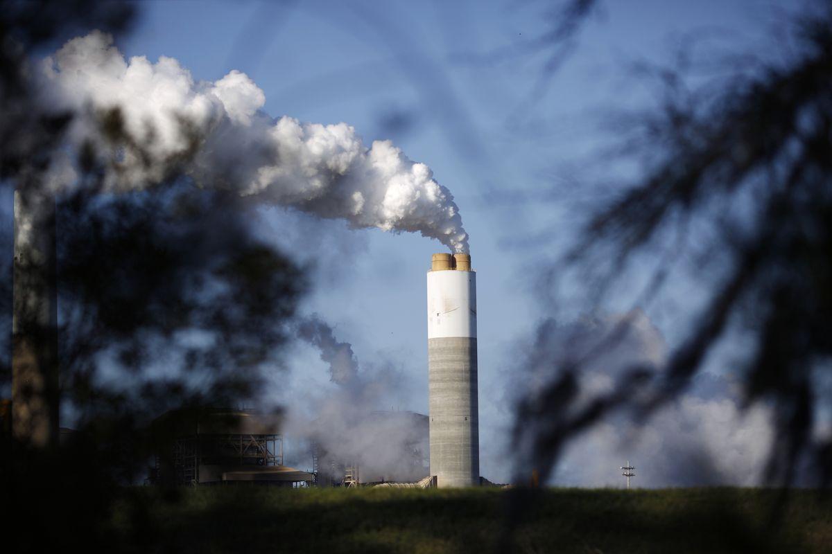 Nguyên tắc 'Người gây ô nhiễm phải trả tiền' trong quản lý môi trường