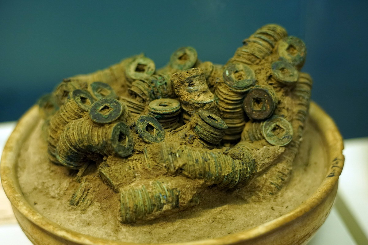 Chùm ảnh:  loạt báu vật khảo cổ vô giá của Việt Nam