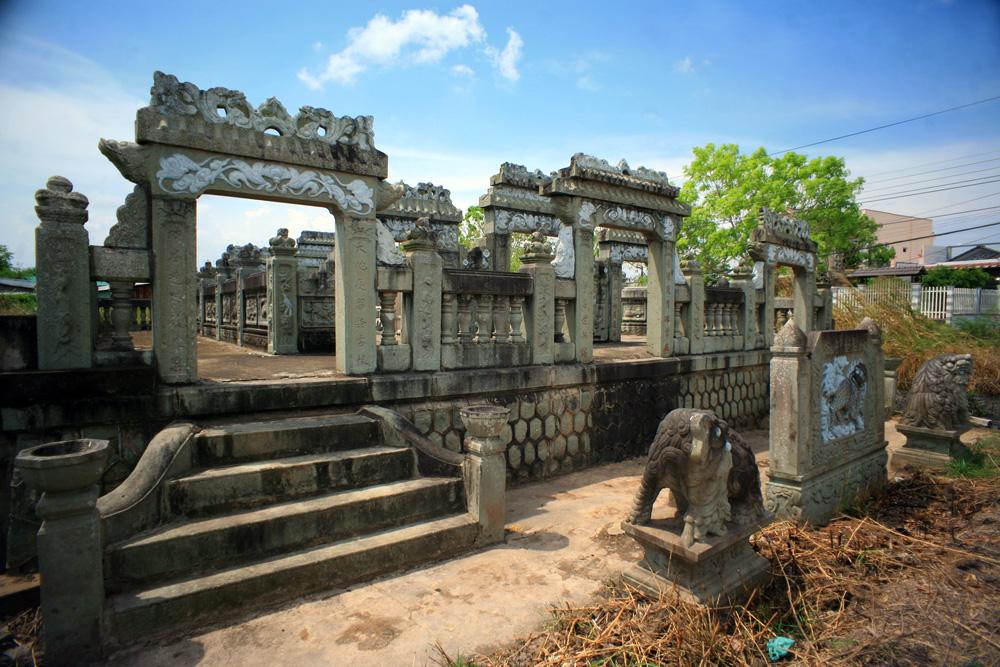 Chùm ảnh: Mộ đá trăm tuổi tuyệt đẹp của của địa chủ Bạc Liêu xưa