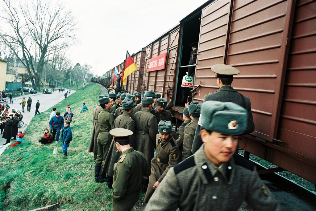 Liên Xô đã rút quân quy mô lớn khỏi Đức và Đông Âu như thế nào?