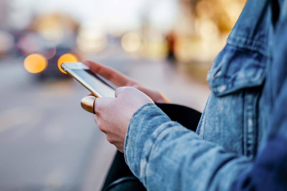 Nghiệp và smartphone: Quan điểm Phật giáo về công nghệ trong cuộc sống