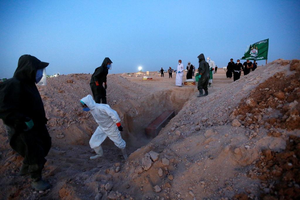 Chùm ảnh: Nơi an nghỉ cho bệnh nhân chết vì COVID-19 ở Iraq