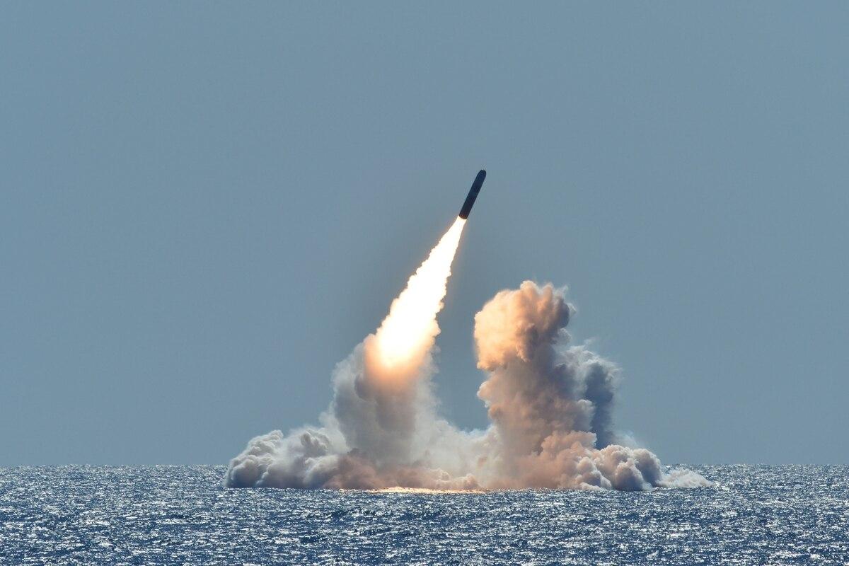 Nhật Bản có thể sở hữu vũ khí hạt nhân hay không?