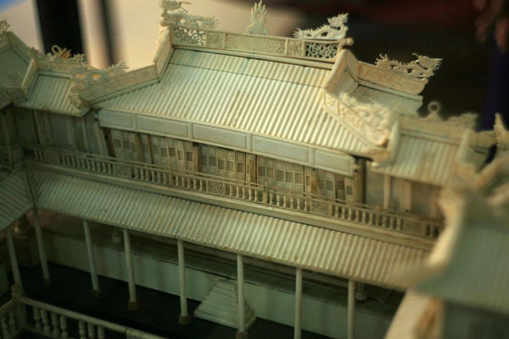 Chùm ảnh: Bộ sưu tập cổ vật làm từ ngà voi của Việt Nam