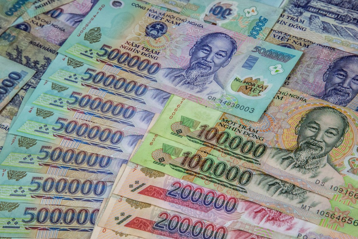 Nếu mỗi tháng ai cũng được cho không 10 triệu đồng, xã hội sẽ ra sao?