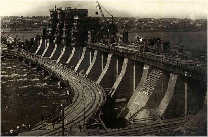 Liên Xô đã trở thành siêu cường công nghiệp như thế nào?