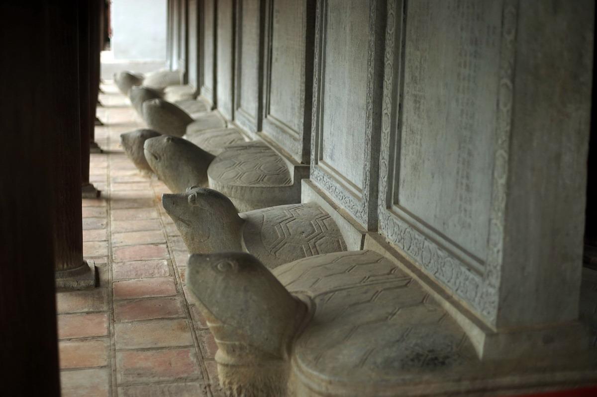 Chùm ảnh: Bia Văn Miếu – Quốc Tử Giám – Bảo vật quốc gia bị sờ nhiều nhất