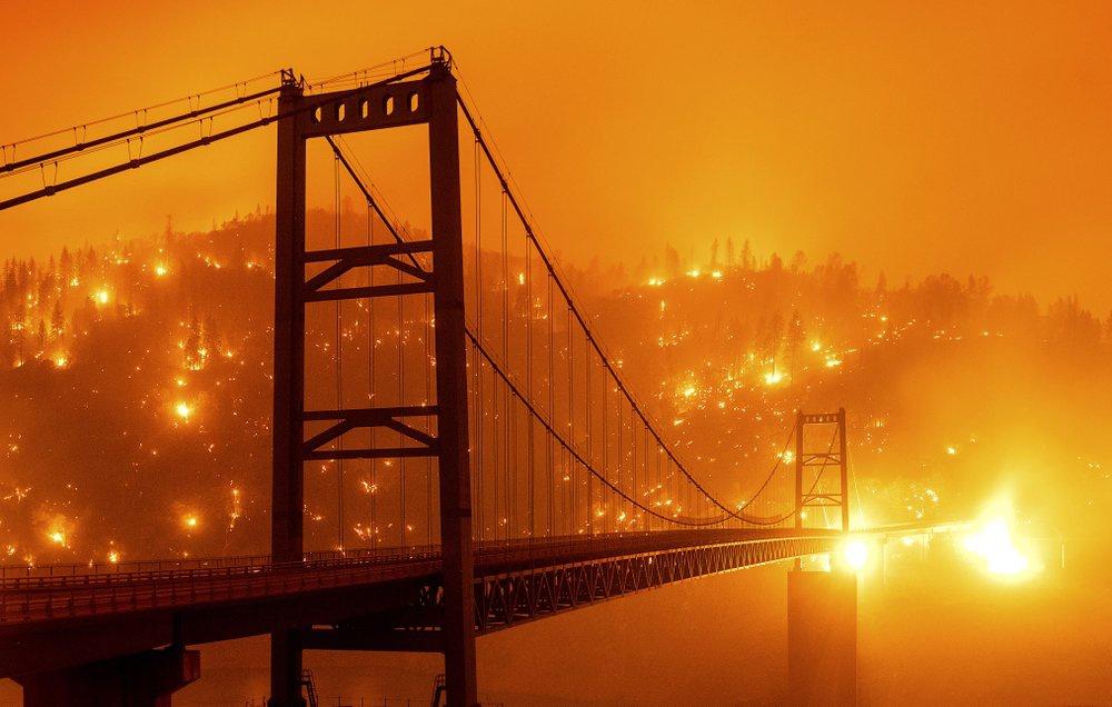 Chùm ảnh: Cảnh tượng như tận thế trong thảm họa cháy rừng ở Mỹ
