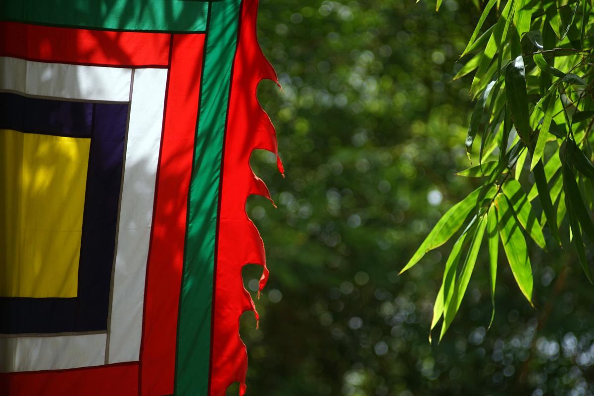 Bàn về cờ Ngũ sắc truyền thống của người Việt