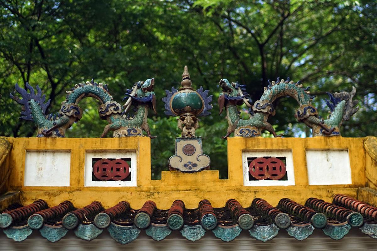 Bàn về hình tượng 'Lưỡng long chầu nguyệt' trong văn hóa Việt