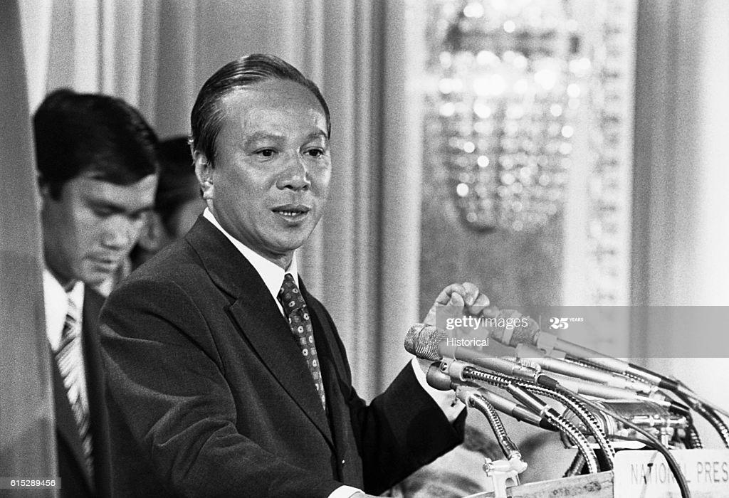 Tổng thống Nguyễn Văn Thiệu đã sa vào vũng lầy mê tín dị đoan như thế nào?