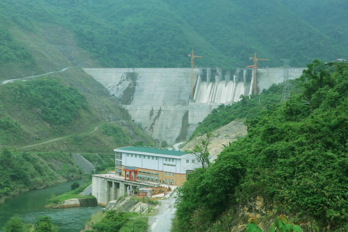 Tại sao đập thủy điện lại gây ra những vấn đề về môi trường và xã hội?