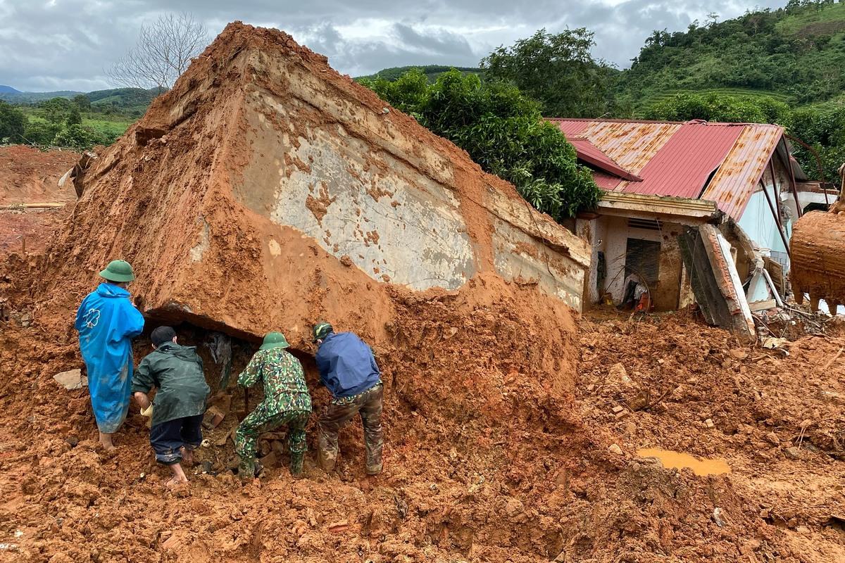 Hiện tượng sạt lở đất ở Việt Nam: Căn nguyên tự nhiên và con người