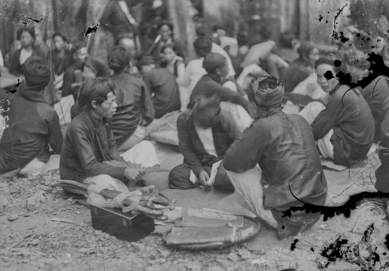 Chùm ảnh: Cảnh 'ma ám' kỳ lạ ở hội đền Kiếp Bạc 100 năm trước