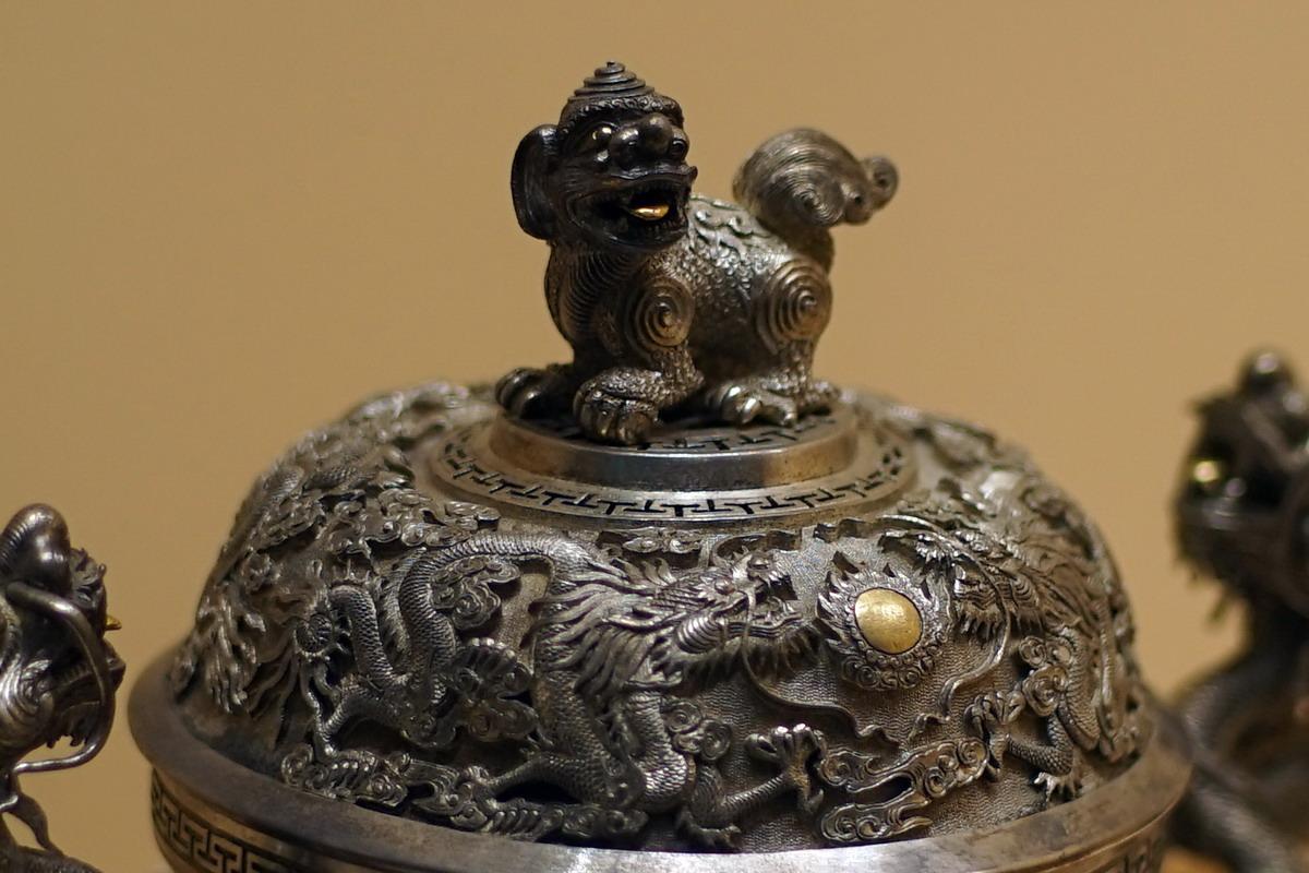 Chùm ảnh: Soi từng mm cổ vật bằng bạc cực tinh xảo của nhà Nguyễn