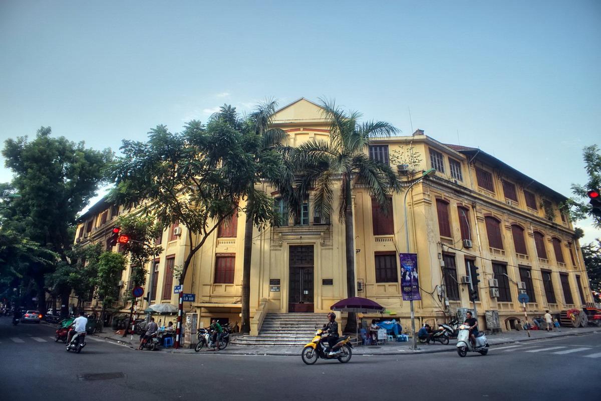 Chùm ảnh: Phố Hàng Tre và trụ sở tòa án cổ nhất Hà Nội