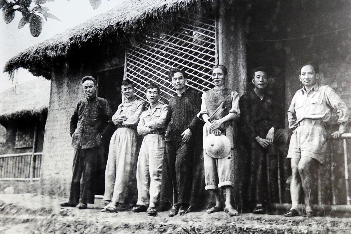 Chùm ảnh: Văn nghệ sĩ thời chống Pháp qua ống kính Trần Văn Lưu