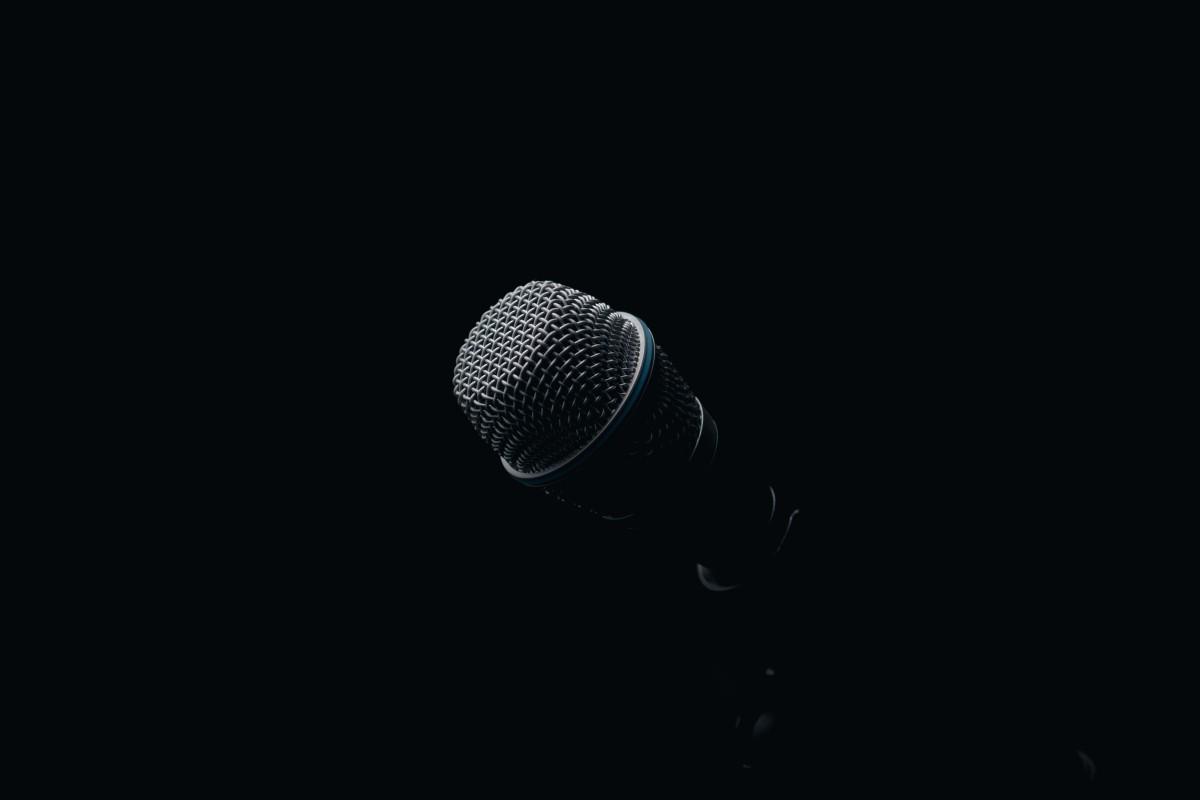 Hát karaoke vô ý thức: Một dạng tội phạm môi trường cần mạnh tay trấn áp