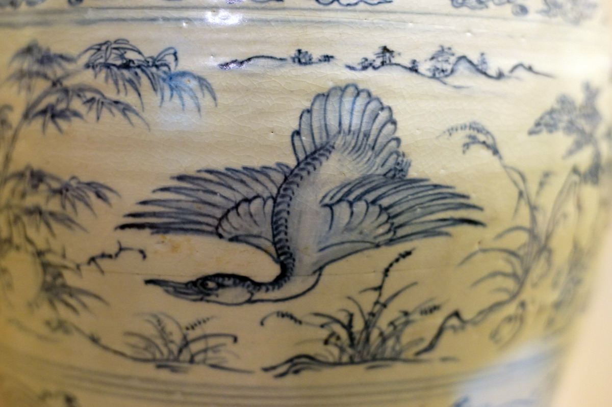 Chùm ảnh: Cận cảnh chiếc bình gốm cổ quý giá nhất Việt Nam
