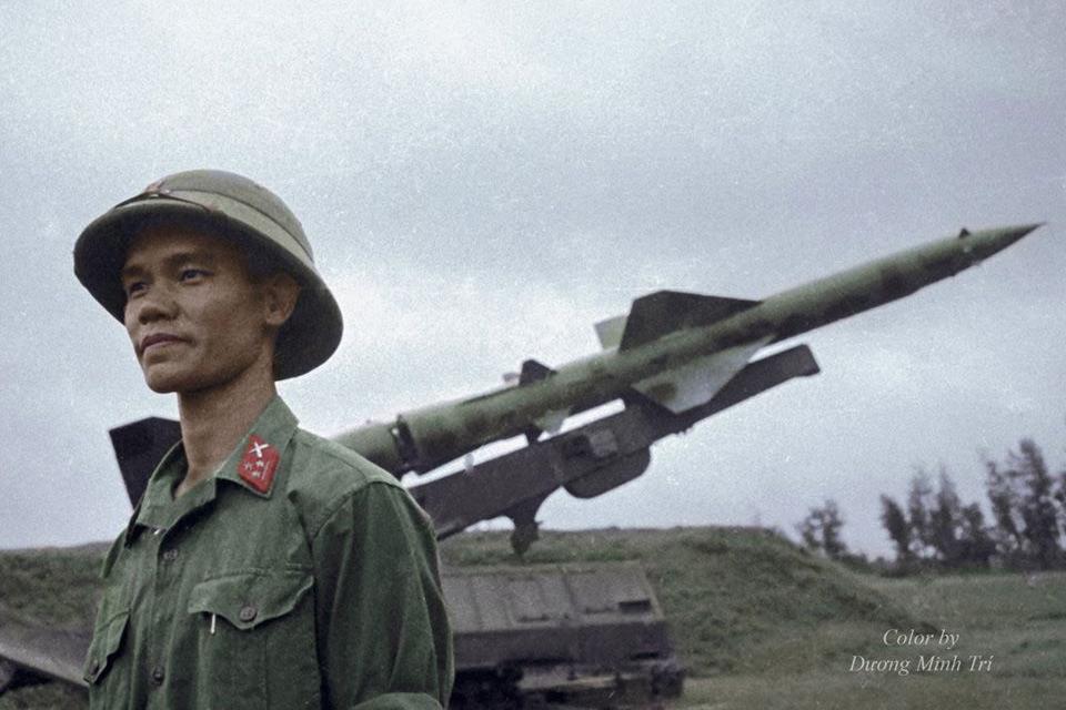 Cuộc đối đầu lịch sử của bộ đội tên lửa Việt Nam với B-52 Mỹ