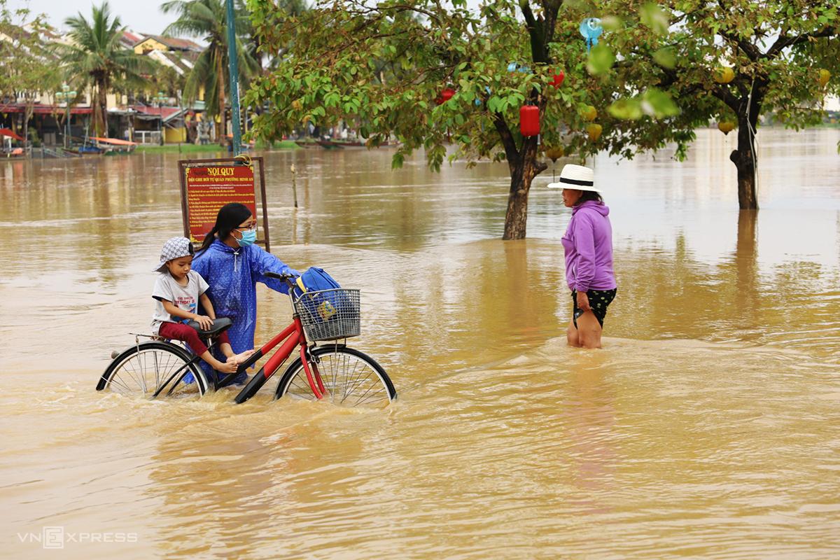 'Khoái lạc đói nghèo': Những điều trăn trở từ Việt Nam