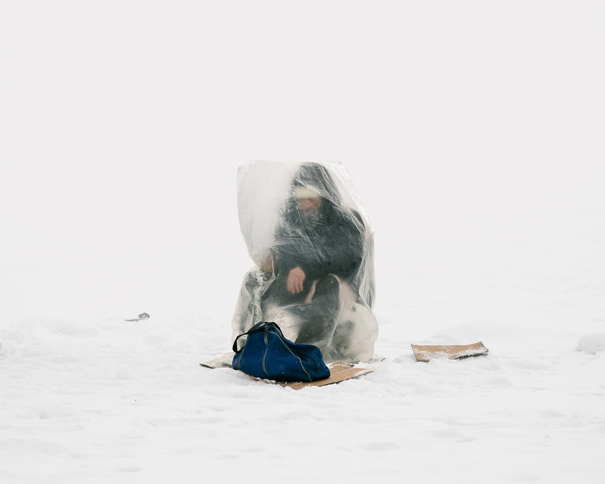 Chùm ảnh: Câu cá trên băng trong cái rét âm độ ở Kazakhstan