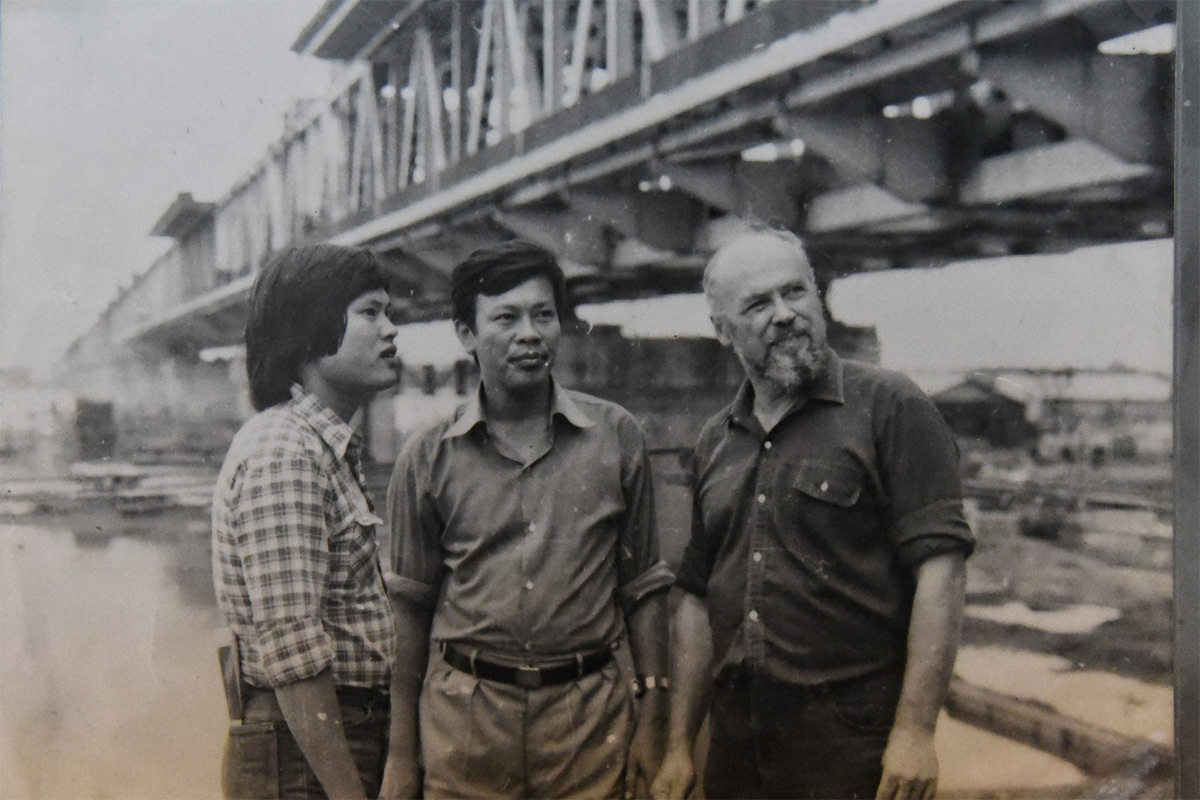 Những hình ảnh lịch sử hiếm có về quá trình xây cầu Thăng Long