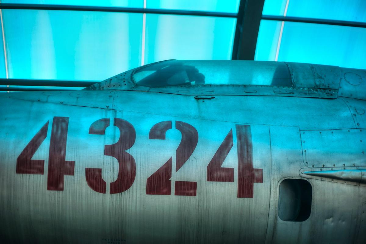 Chùm ảnh: Máy bay MiG-21 số hiệu 4324 – cánh én bạc huyền thoại