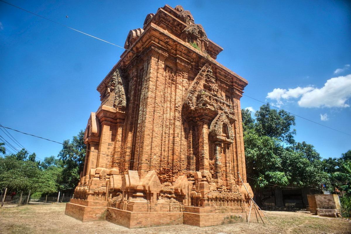 Chùm ảnh: Tháp Bình Lâm – tòa tháp Chăm có vị trí đặc biệt ở Bình Định