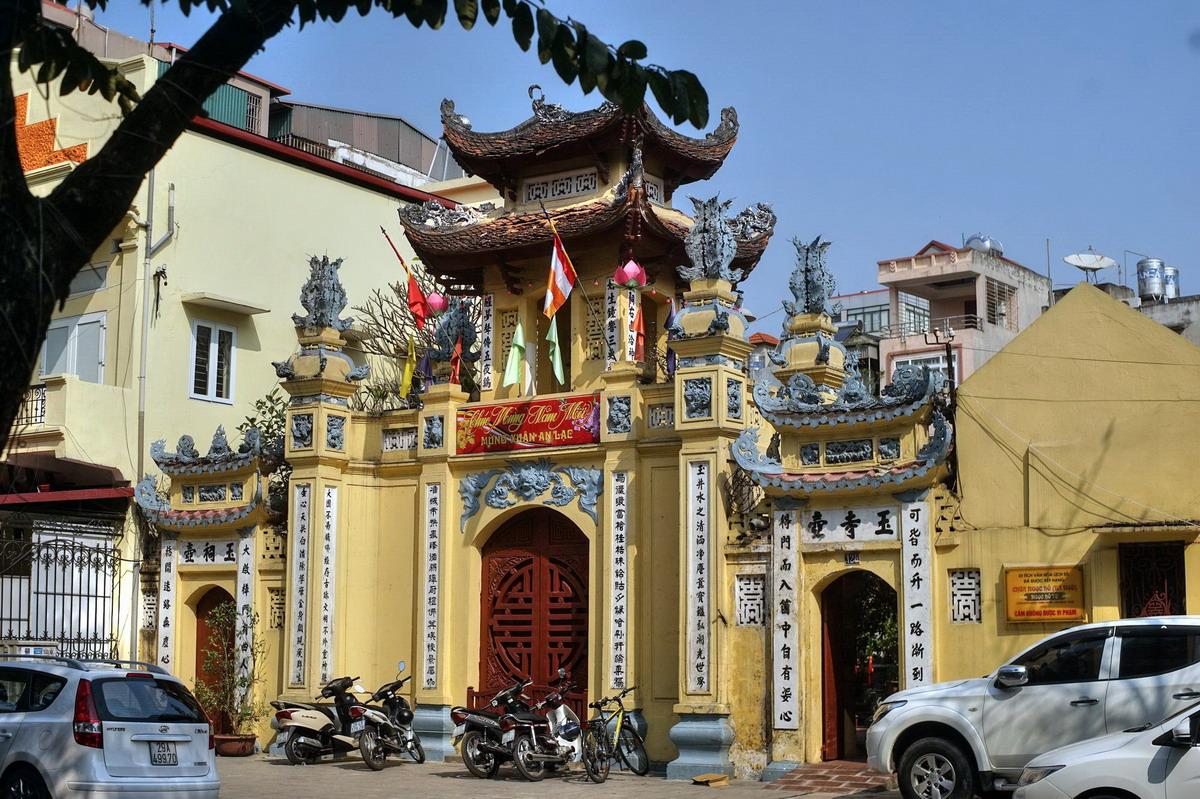 Chùm ảnh: Ngôi chùa gắn với truyền thuyết lạ về vua Lê ở Hà Nội