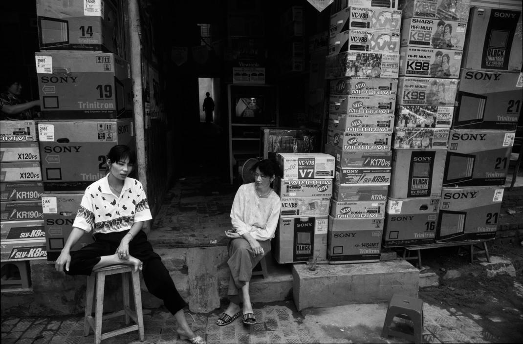 Chùm ảnh: Hà Nội thập niên 1990 qua ống kính Philip Jones Griffiths