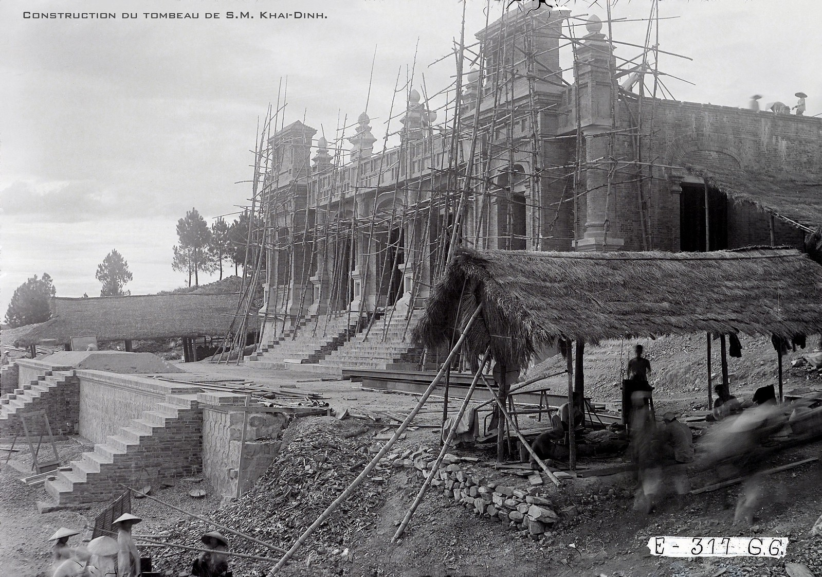 Chùm ảnh: Công trường xây dựng lăng Khải Định một thế kỷ trước