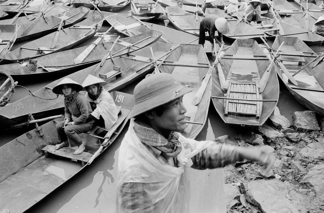 Chùm ảnh: Cảnh trảy hội chùa Hương năm 1990 qua ống John Vink