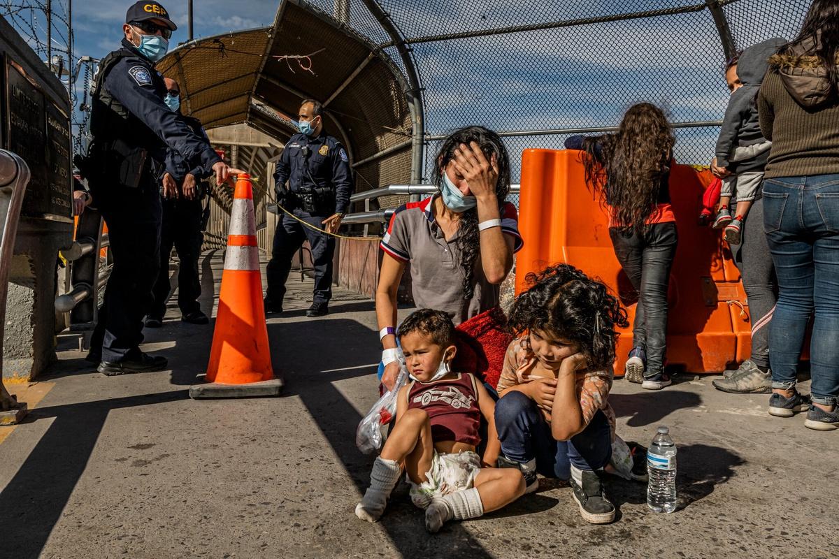 Chùm ảnh: Nước mắt tuyệt vọng của di dân Mexico ở biên giới Mỹ