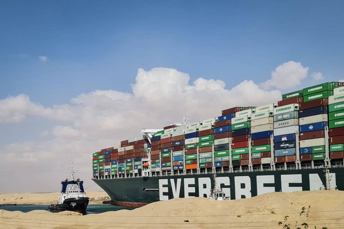 Nhận diện rủi ro địa chính trị đương đại từ sự cố kênh đào Suez: