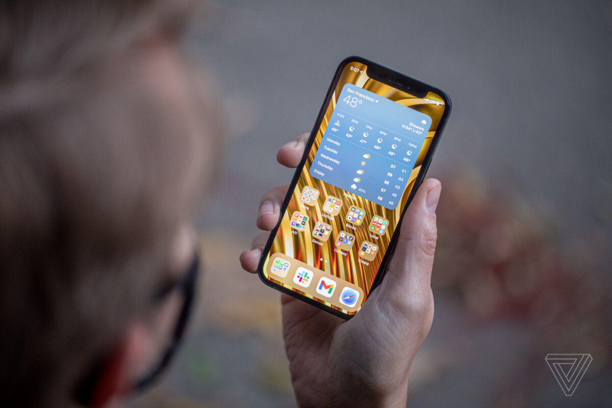 'Sau 37 năm ở tù, tôi cầm iPhone và không biết phải làm gì'