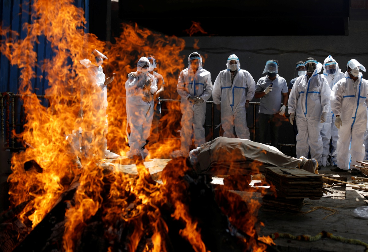 Chùm ảnh: Cơn ác mộng tại lò hỏa táng Ấn Độ trong đại dịch COVID-19